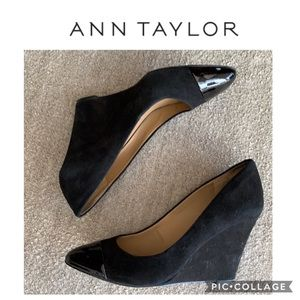 Ann Taylor Black Suede & Patent Leather Wedges 10
